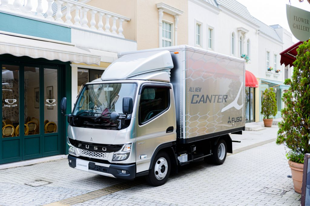 null  Mitsubishi Fuso premieres the new light-duty Canter truck in Japan
