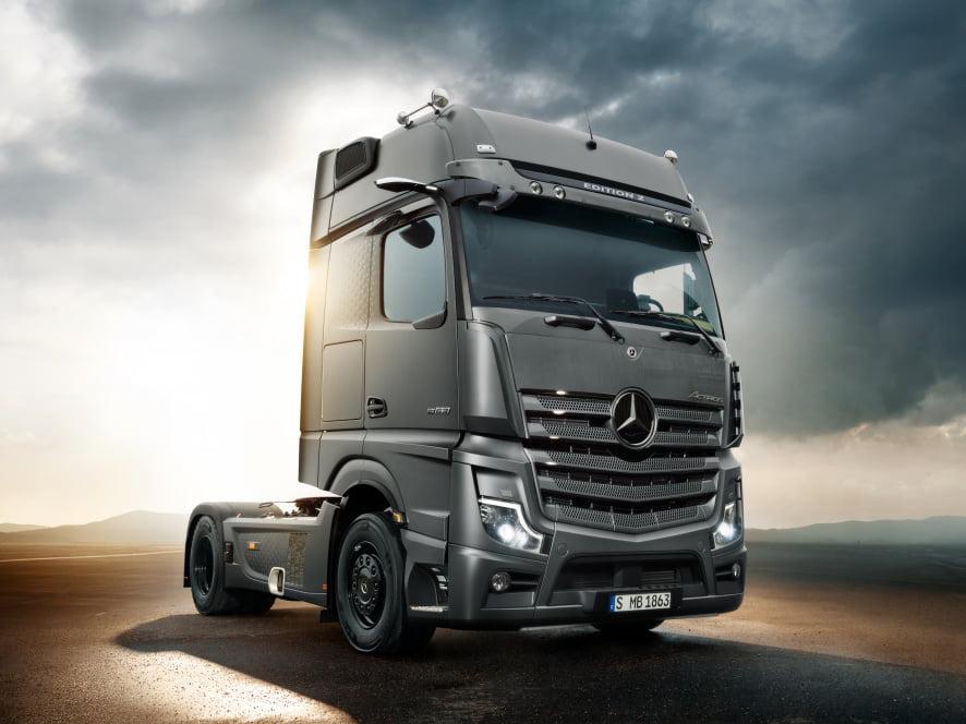 Neue Lkw-Modelle der Actros-Baureihe jetzt bestellbar: Verkaufsstart von Actros F und Edition 2  New truck models of the Actros range now available for order: sales start of Actros F and Edition 2