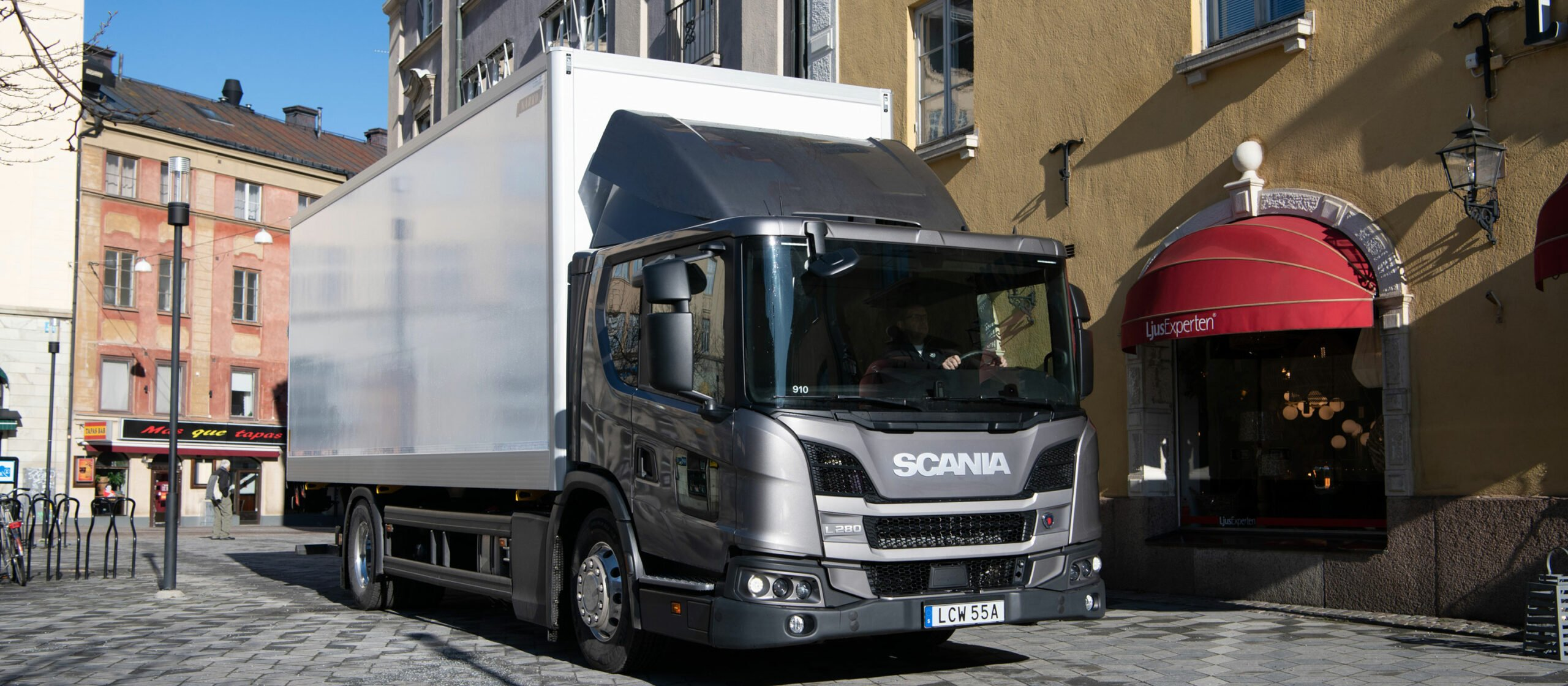 Scania představuje elektronické aktivní řízení a nové asistenční funkce