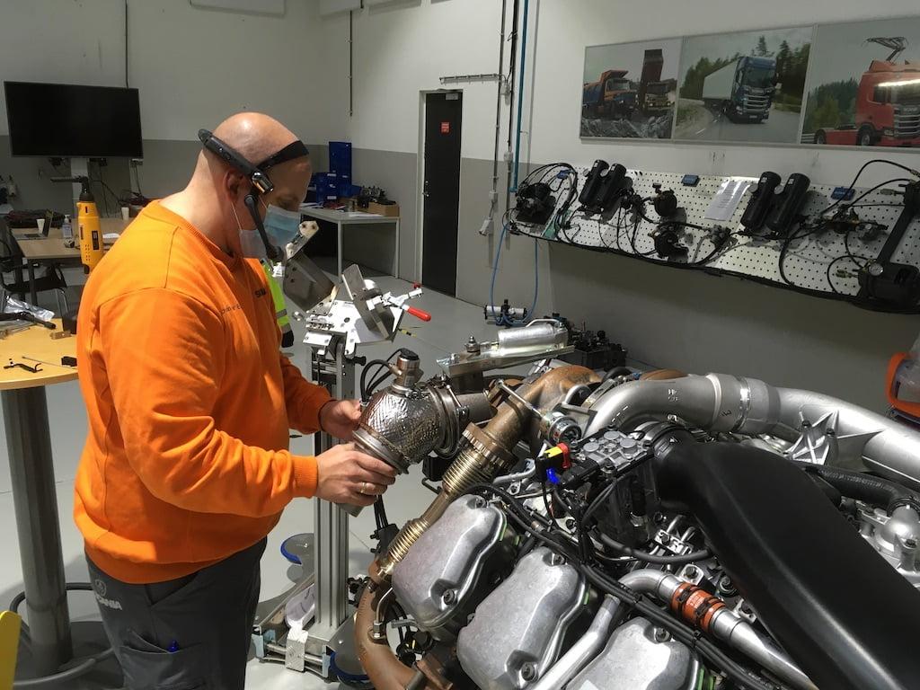 Scania: Chytré brýle umožňují školení na dálku v reálném čase
