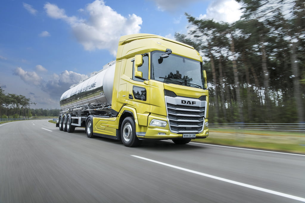 01.-New-Generation-DAF-XF-truck-with-excellent-aerodynamics